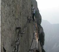 Read more about the article Danger! Die aufregensten Wanderwege der Welt