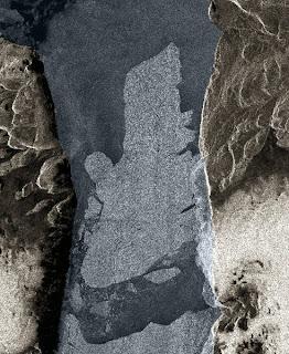Read more about the article Kurioser Unfall bei Grönland! Eisberg rammt Insel.