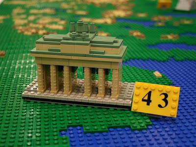 Read more about the article Ein wahres Kunstwerk! Legofans bauen eine riesige Legoeuropakarte mit vielen Nachbauten europäischer Sehenswürdigkeiten nach.