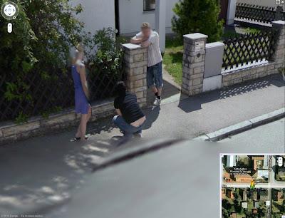 Read more about the article Peinliches oder absichtlich? Die Rückansicht wird sie wegen Streetview bekannt machen.
