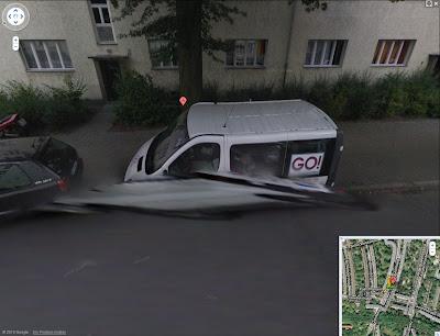 Read more about the article Google Streetview zeigt schlafenden Kurierdienstfahrer in seinem Auto