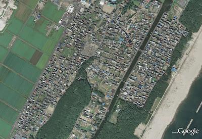 Read more about the article Spektakuläre und fürchterliche Sammlung von Satellitenbildern von Städten aus Japans vor und nach dem Tsunami
