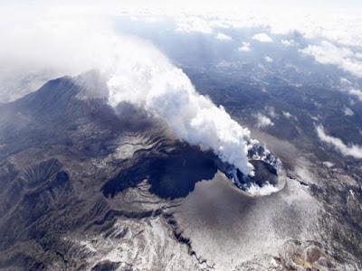Read more about the article Vulkanausbruch des Shinmoedake auf der japanischen Insel Kyushu