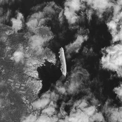 Read more about the article Digital Globe zeigt ein spektakuläres Satellitenbild der Costa Concordia
