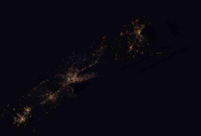 Read more about the article Satellitenbildersammlung von weltweiten Städten in der Nacht